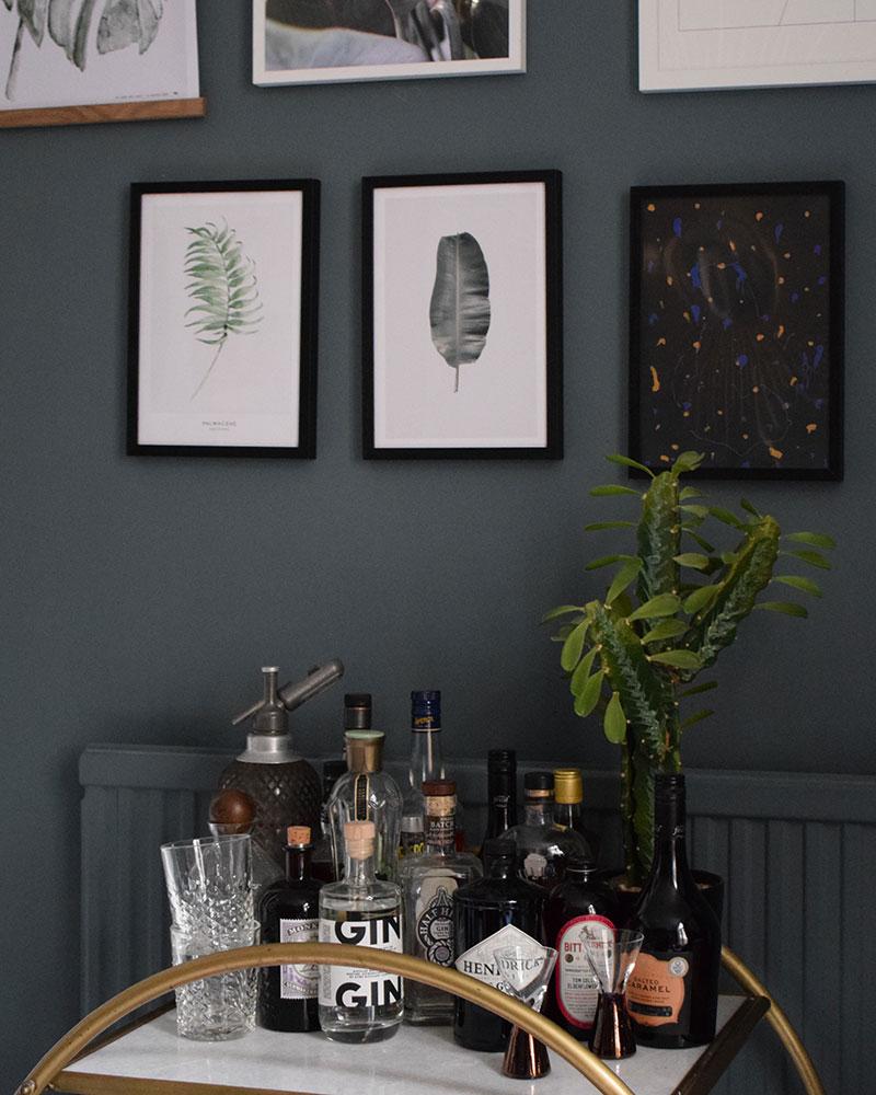 mørk interiør stil blå