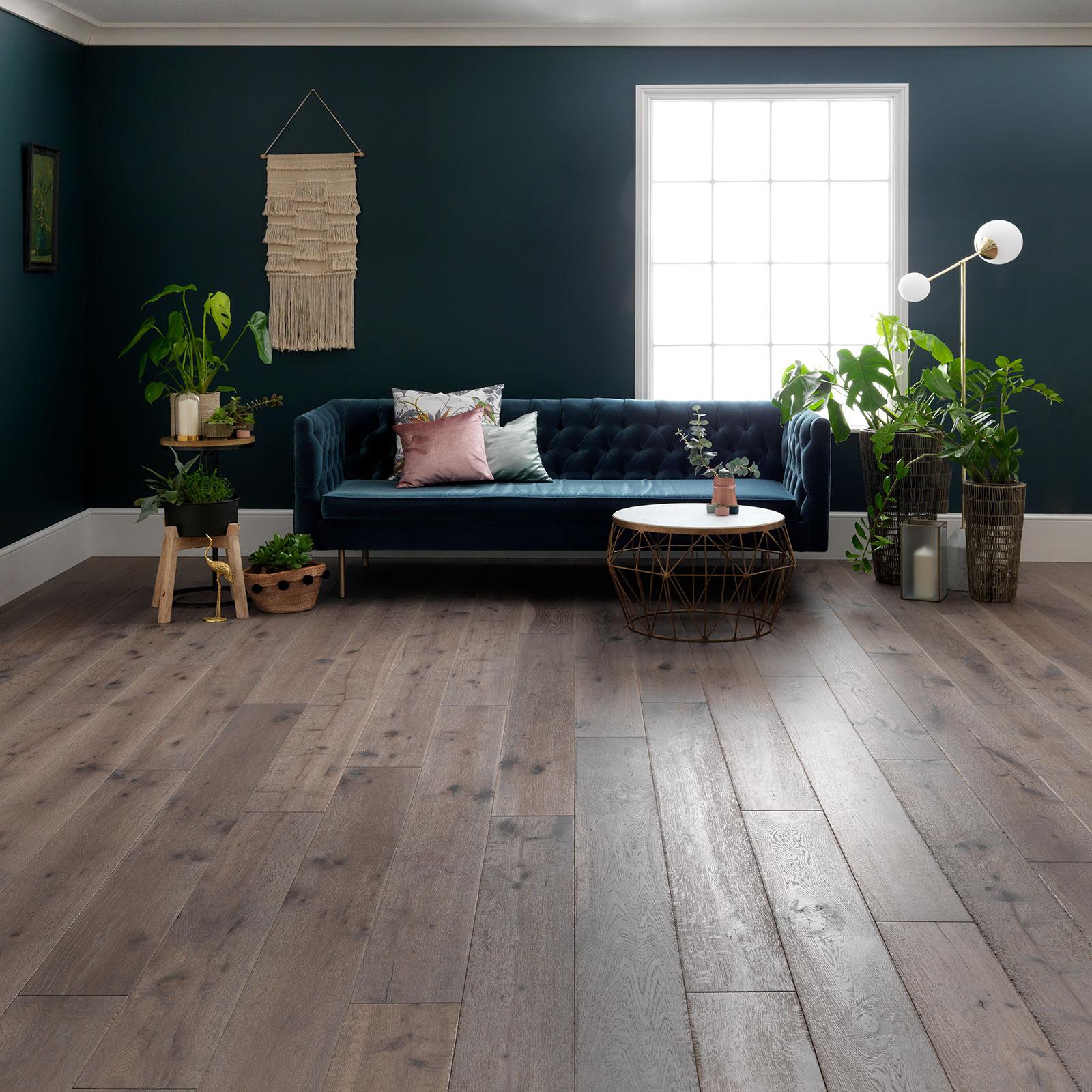 grå rustik trägolv calico ek