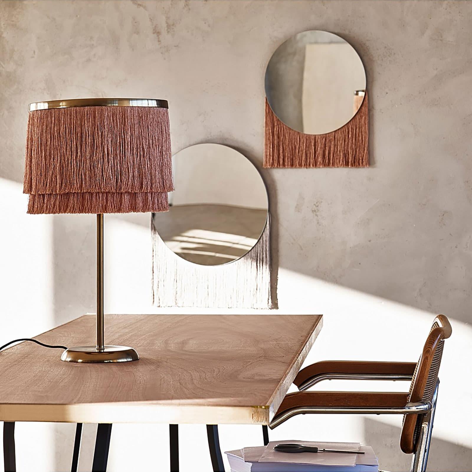 fransade lampskärm och spegel från oliver bonas