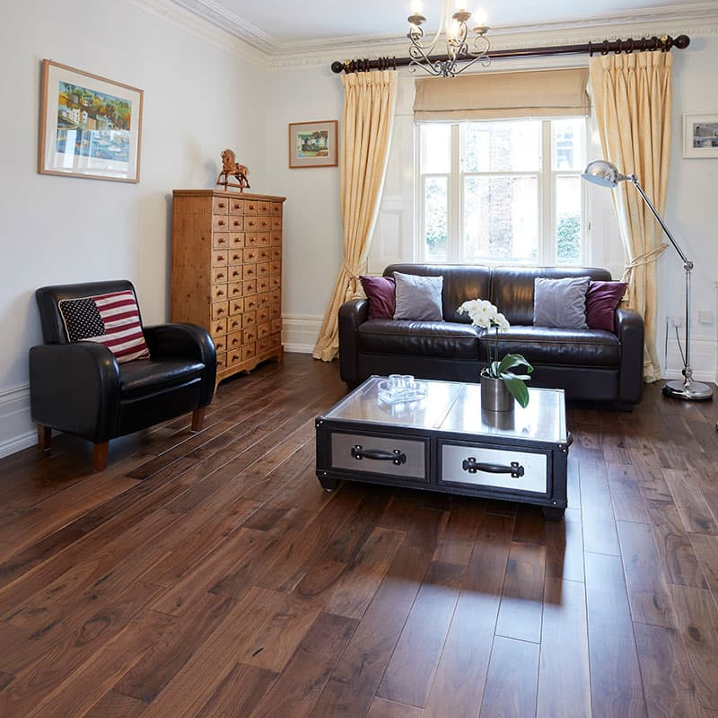 valnød gulv stue