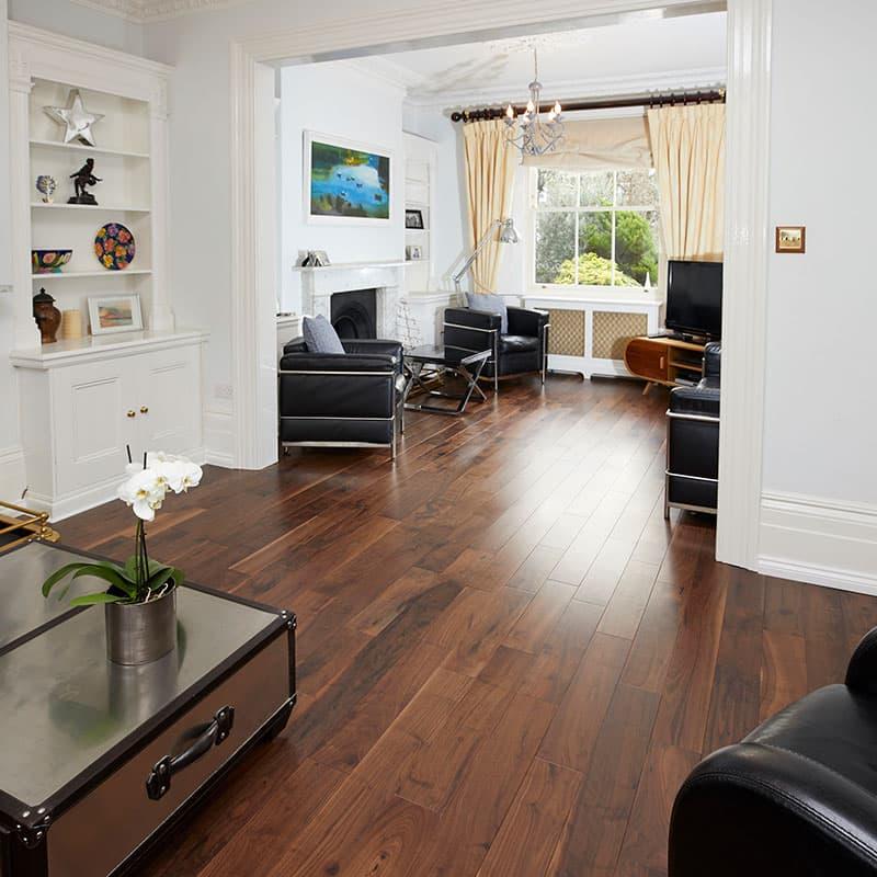 valnød gulve i stuen